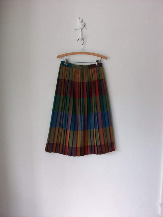 Pleated Wool Skirt ... 1970's Vintage Rainbow College Campus ... Medium / Large
