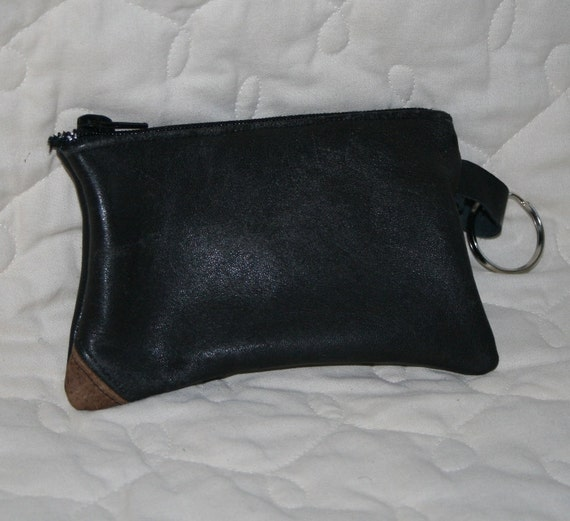 LEATHER ZIPPER POUCH - recycled black with a brown corner