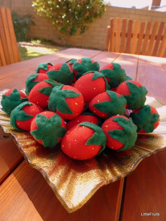 Felt Strawberries Handcrafted Toys Childrens Pretend Play Food Felt Garden Strawberry Plushie Toy Set - Red Felt Strawberries for Kids
