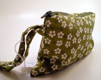 Wristlet in Green and White Flowers