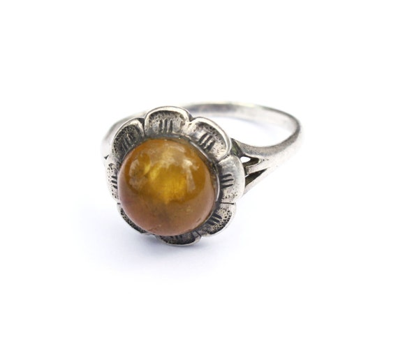 Vintage sterling silver ring with genuine Baltic amber