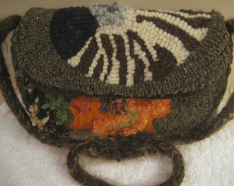 Nautilus clutch purse