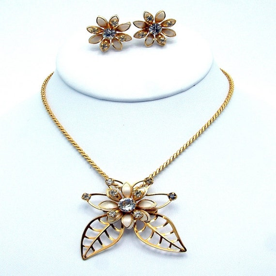 Vintage Demi Parure Enamel and Rhinestone Pendant Necklace & Earrings Set Signed B.N. or Bugbee and Niles