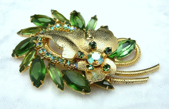 Vintage Juliana Brooch Emerald Green Stones & Large Gold Leaf Accent With AB Rhinestones