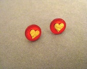 Plastic button earrings with gold hearts