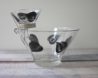 Glass Chip and Dip Set with Painted Black Petals