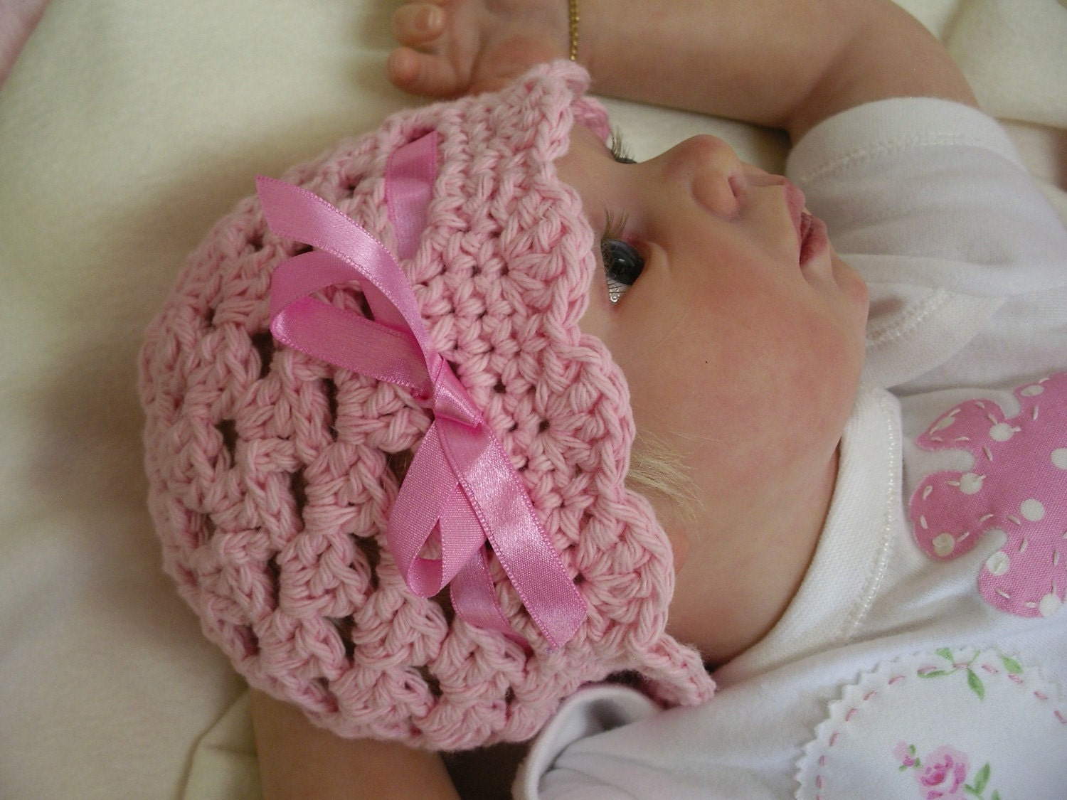 Easy Crochet Hat Patterns For Babies : Crochet Hat Pattern Easy Peasy Ribbon and Shells Baby Hat