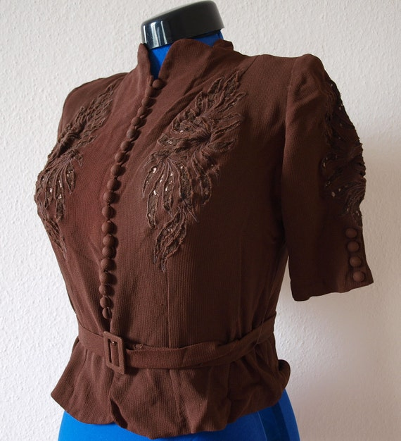 ON SALE ---  was 99 --- Amazing 1940s Brown Vintage Blouse Lace decorated - matching Belt - Button front - Excellent Condition