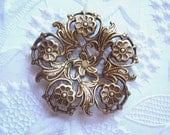 Antique brass filigree flower setting, lot of (1)  - AL150