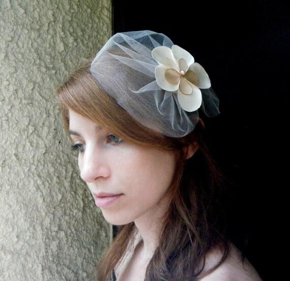 ON SALE Bridal veil hair accessory, sweet veil head piece with a satin flower