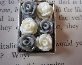 Mini Bouquet Necklace in Gray and White