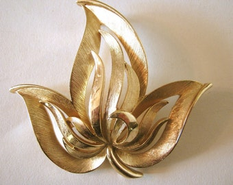 Brooch, Trifari, 1970s, brushed gold leaves, signed, nice piece
