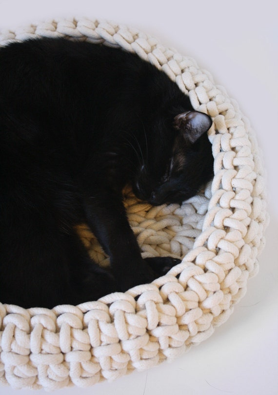Crochet Pattern For Cat Bed : Large Cuna Crocheted Cotton Cat Bed Large Size 18