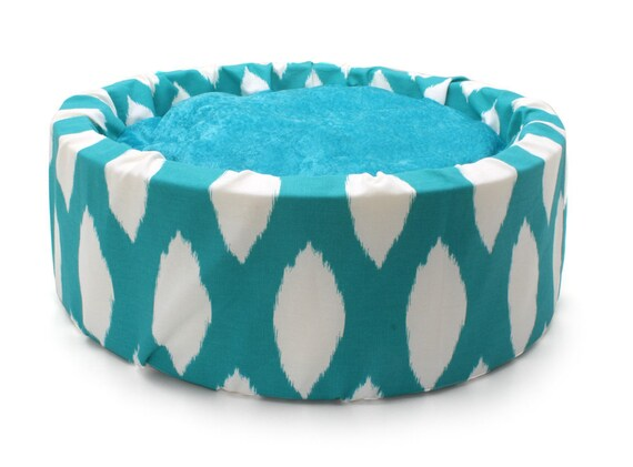 Beautiful Basics Bucket Luxury Cat Bed by Barb Joyce (Turquoise and White)