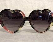 Heart Shaped Lens Vintage Flower Floral Retro Sunglasses (Black/Pink)