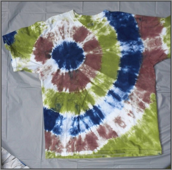 tie dye t shirt bullseye green brown blue earthy natural. Black Bedroom Furniture Sets. Home Design Ideas