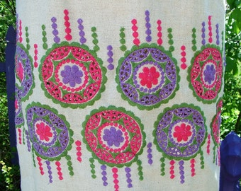 Vintage 1960s Linen Embroiderd Sheath hot pink and purple size 12 14