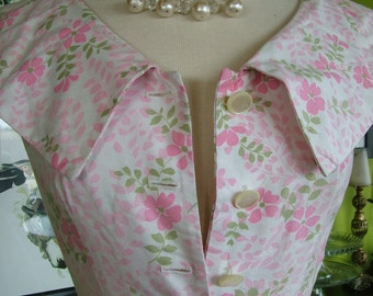 Vintage 1950s Pink and Ivory floral dress fitted waist full skirt