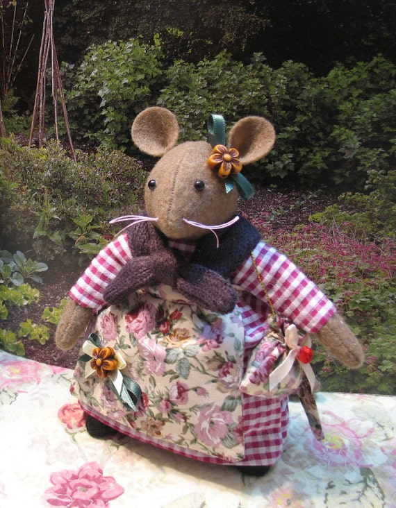 Thistle the country mouse     absdolutely enchanting