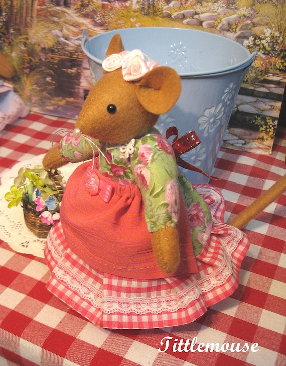 Tittlemouse    Handcrafted mouse doll   Absolutely enchanting