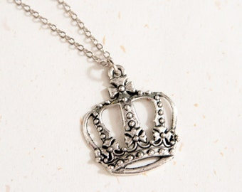 Royal Romance - Vintage Look Crown Necklace (N137)