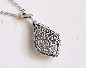Garden treasure - Teardrop Filigree Necklace (N188)