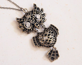 Lucky Owl Necklace (N205) with movable parts in vintage brass color