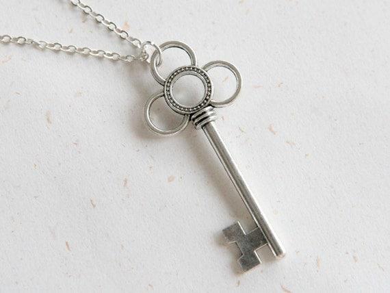 Key Necklace in silver color (N264) in vintage silver color