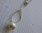 Long Pearl Necklace Geometric Pearl Pendant Necklace Pearl and Hoop Necklace Wire wrapped pearl necklace with hoop Womens Fashion