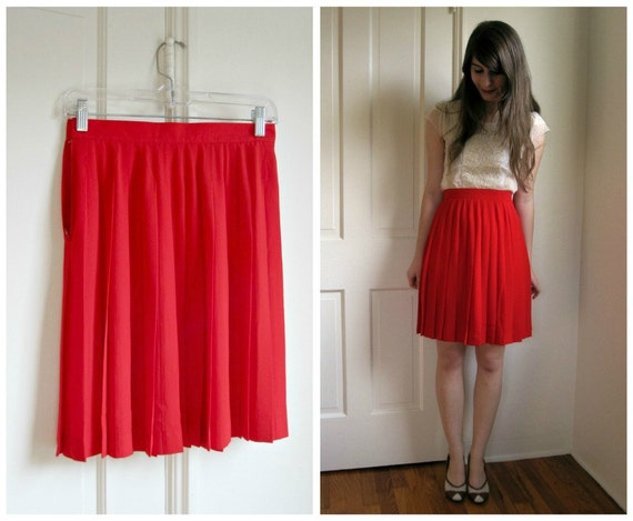 High Waisted Red Pleated Skirt // s