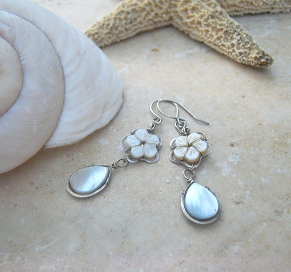 mother of pearl earrings in sterling silver with flower