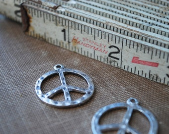 4 pieces Antique Silver Metal Peace Sign Charms - 23mm - Lead Free