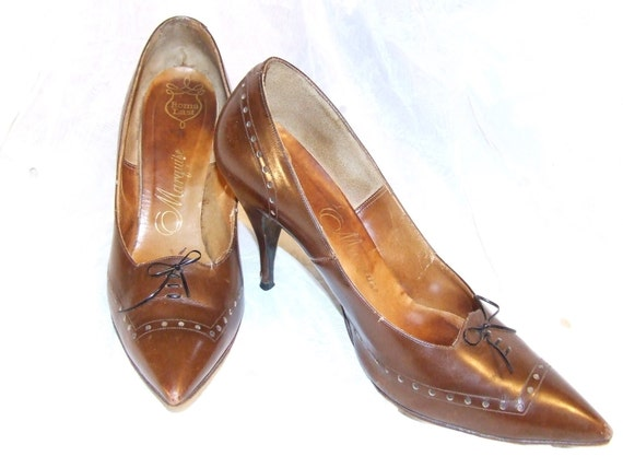 Gorgeous MARQUISE Brown Leather 1950s SPECTATOR Heels - Slim Elegant Heel - Faux Lace-up Detail - Angular Vamp - Size 7 7.5 8