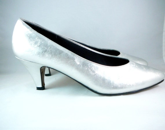 Silver Leaf Heels . The PM Collection by 925 . Metallic Shoes . Vintage Size 7