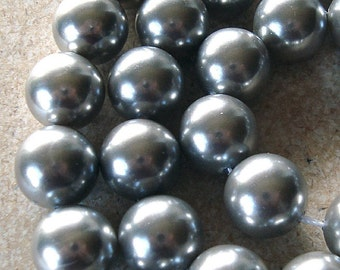 Shell Pearl Beads 8mm Lustrous Smoke Gray Smooth Rounds  - 8 Pieces
