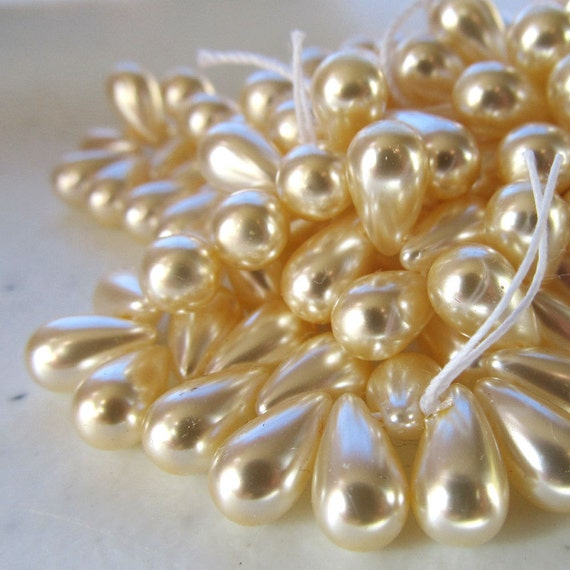 Czech Glass Teardrop Beads 10 x 6mm Pearl Creamy Off White - 50 Pieces