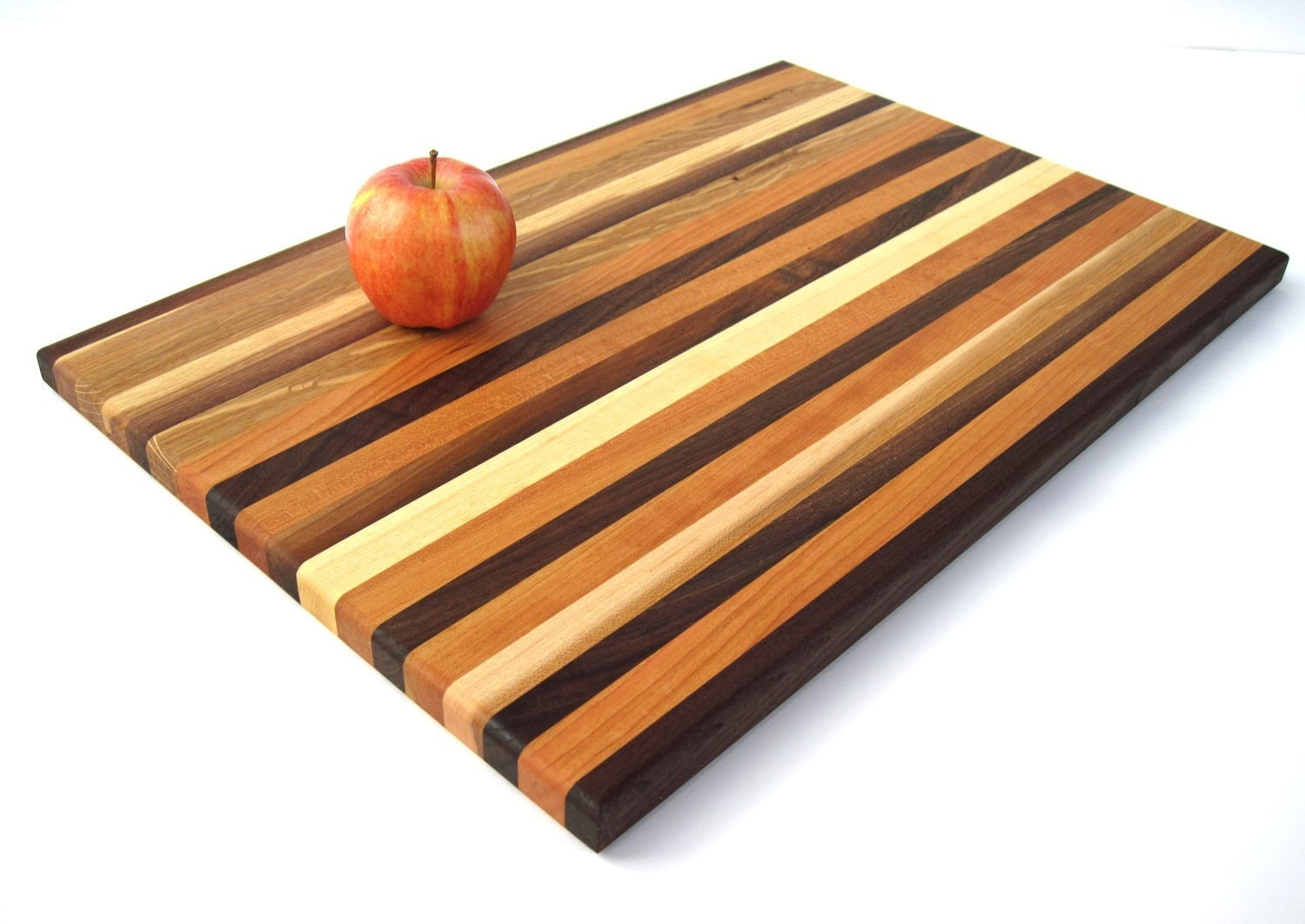 handmade wood cutting board grand and convinient by deliasophia. Black Bedroom Furniture Sets. Home Design Ideas