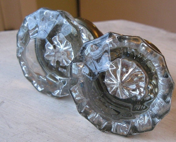 GoRGeouS ViNTaGe GLasS DooRKNoBS