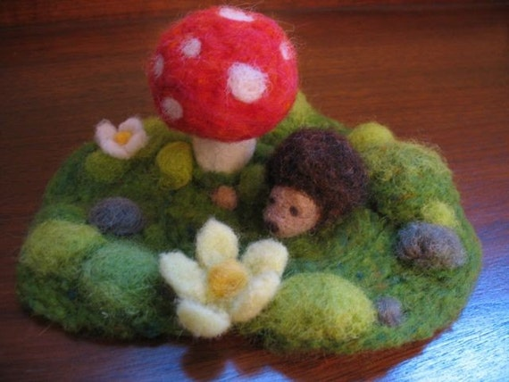 Small Woodland Playset- Needlefelted Mossy Playmat with Hedgehog