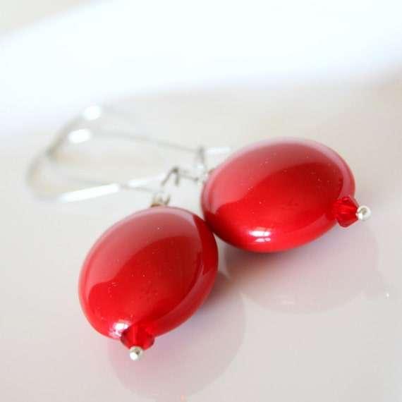 red earrings - simple oval retro style strawberry