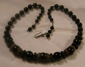 Vintage beaded necklace with black beads.