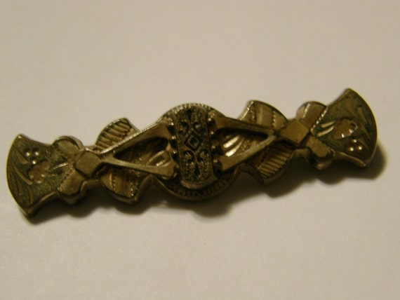 Antique Victorian chased gold brooch with Taille D'épargne enamel