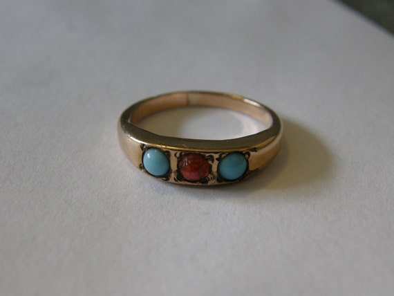 Vintage 9K gold ring with turquoise and garnet stones