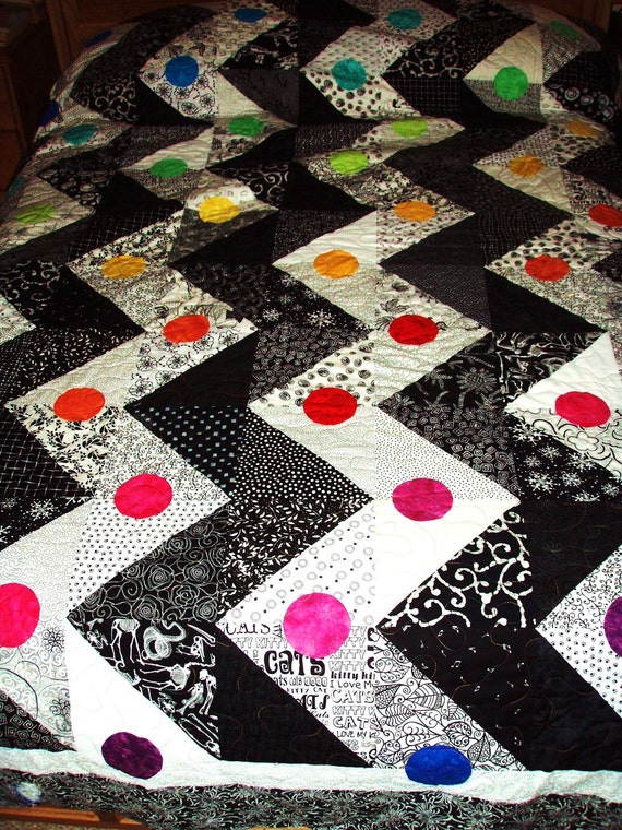 King Size Quilt Black And White Zigzag Pattern With A Rainbow