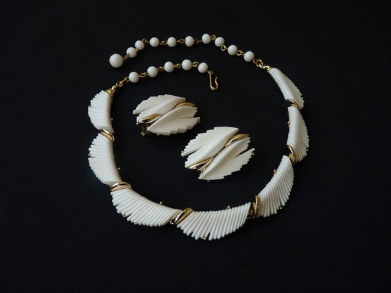 Pretty White Feathery BSK Necklace Earrings c. 1950s Summer Jewelry