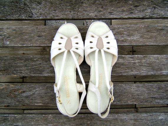 vintage open toe slingbacks // neutral sandals // shoes size 9.5