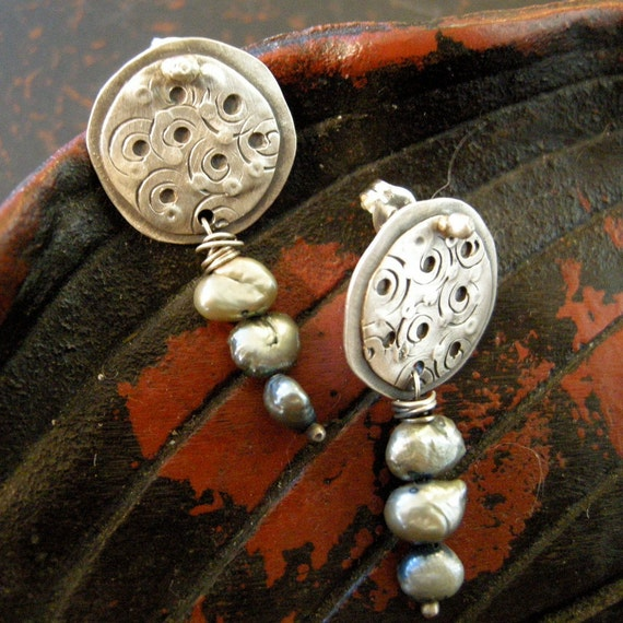 Sterling silver post earrings with fresh water pearls. 00079