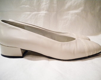Vintage Selby Ivory Leather and Patent Sensible Flats Size 5 1/2