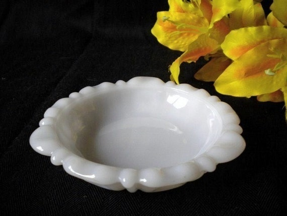 Vintage Milk Glass Soap/Trinket Dish/Ashtray