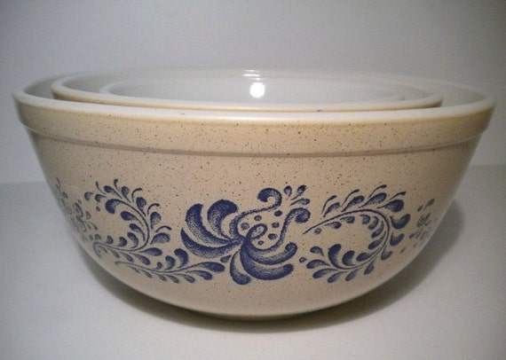 Vintage Set of 3 Pyrex Homestead Mixing Bowls